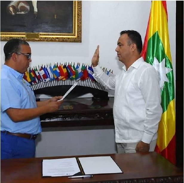 Pedrito Pereira alcalde de Cartagena posesionando al Ing. Jairo Mendoza como rector del Colmayor Bolivar