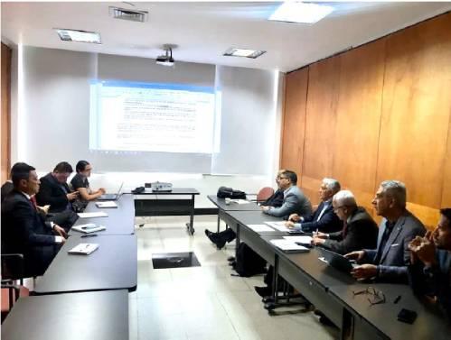 En la foto miembros del Consejo Directivo de Rectores REDTTU, junto a Claudia Díaz subdirectora Sectorial y Wilfer Valero, miembro de la Dirección de Presupuesto del MEN