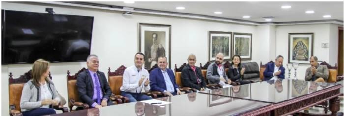 Asistentes a la posesión del Rector Juan Carlos Mejía