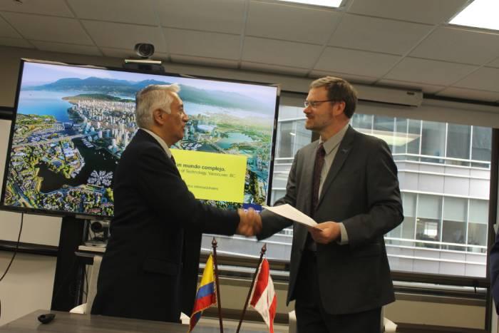 Firma acuerdo REDTTU y BCIT