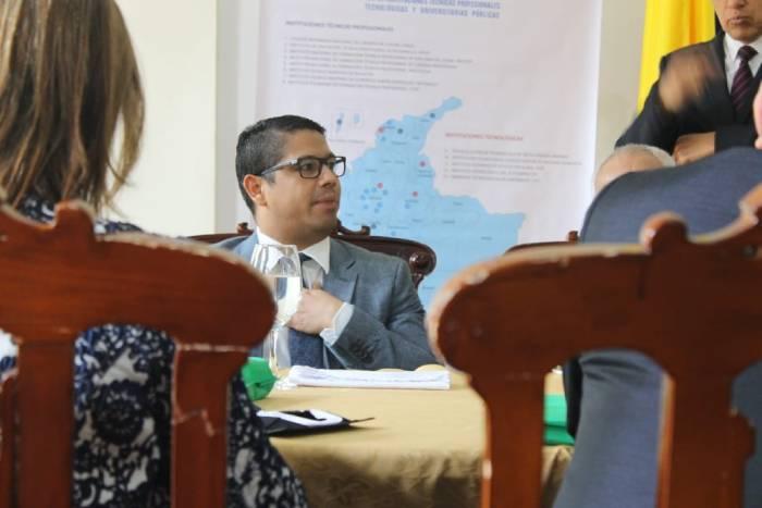 Rector Emilio Zapata en reunión de rectores en el Congreso