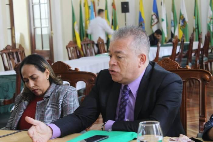 Rector Juan Carlos Mejía en reunión de rectores en el Congreso