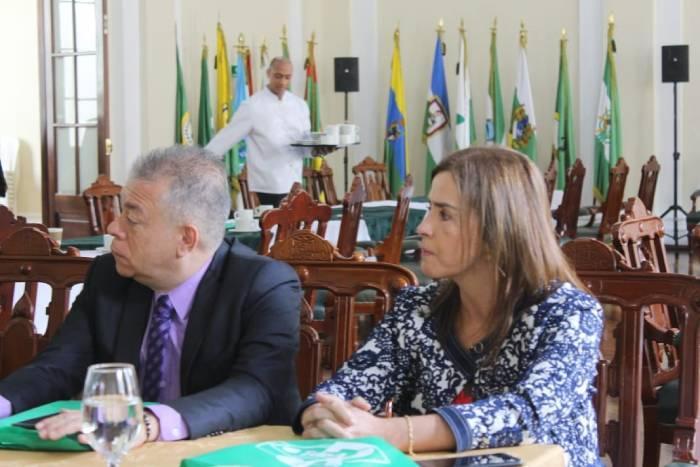 Rectora Blanca Echeverry en reunión de rectores en el Congreso