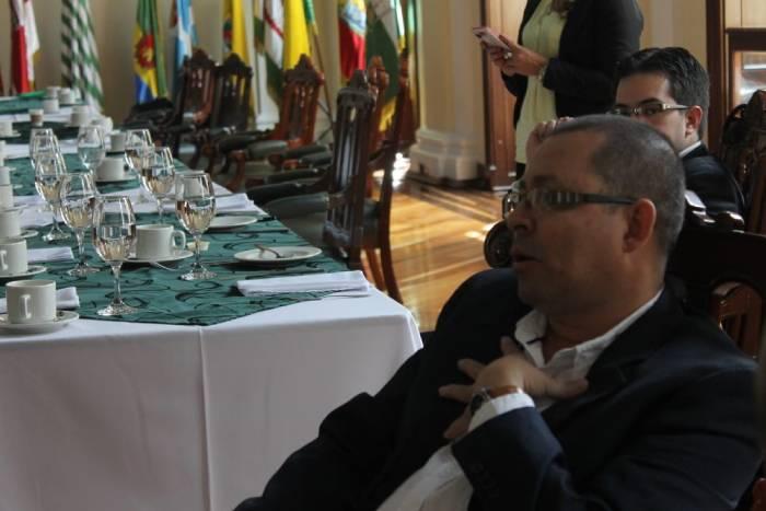 Rector Bernardo Arteaga en reunión de rectores en el Congreso