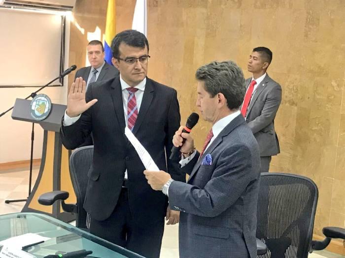 Ante el Gobernador de Antioquia, Luis Pérez Gutiérrez se posesiona el rector Jasson De la Rosa