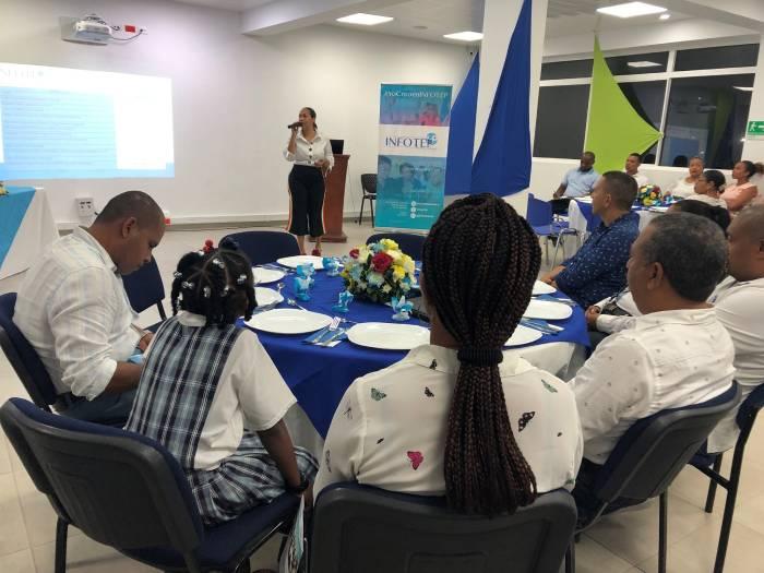 Rectora Silvia Montoya en reunión de exalumnos de INFOTEP