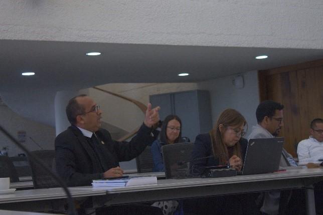Rector Hno. José Gregorio Contreras interviniendo en reunión técnica