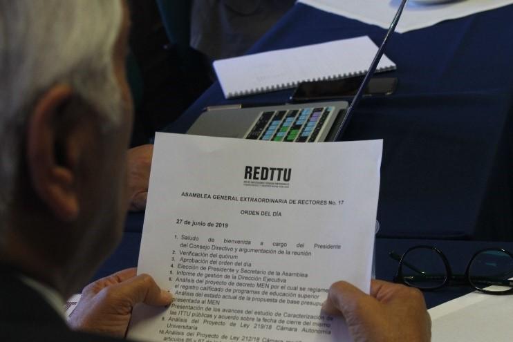 Lectura Orden del día Asamblea General Extraordinaria de Rectores REDTTU
