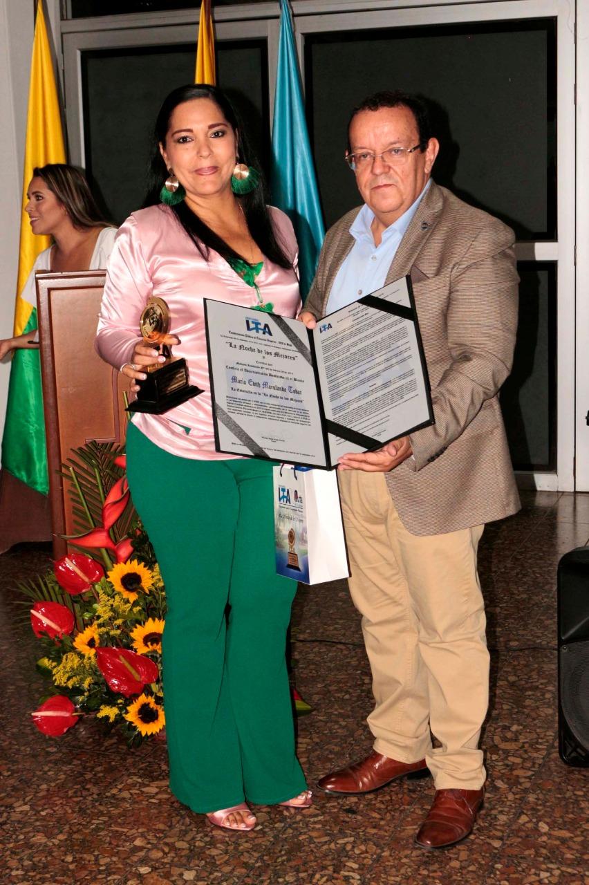 Directivo administrativo María Edith Marulanda Tobar y el Rector Gustavo
