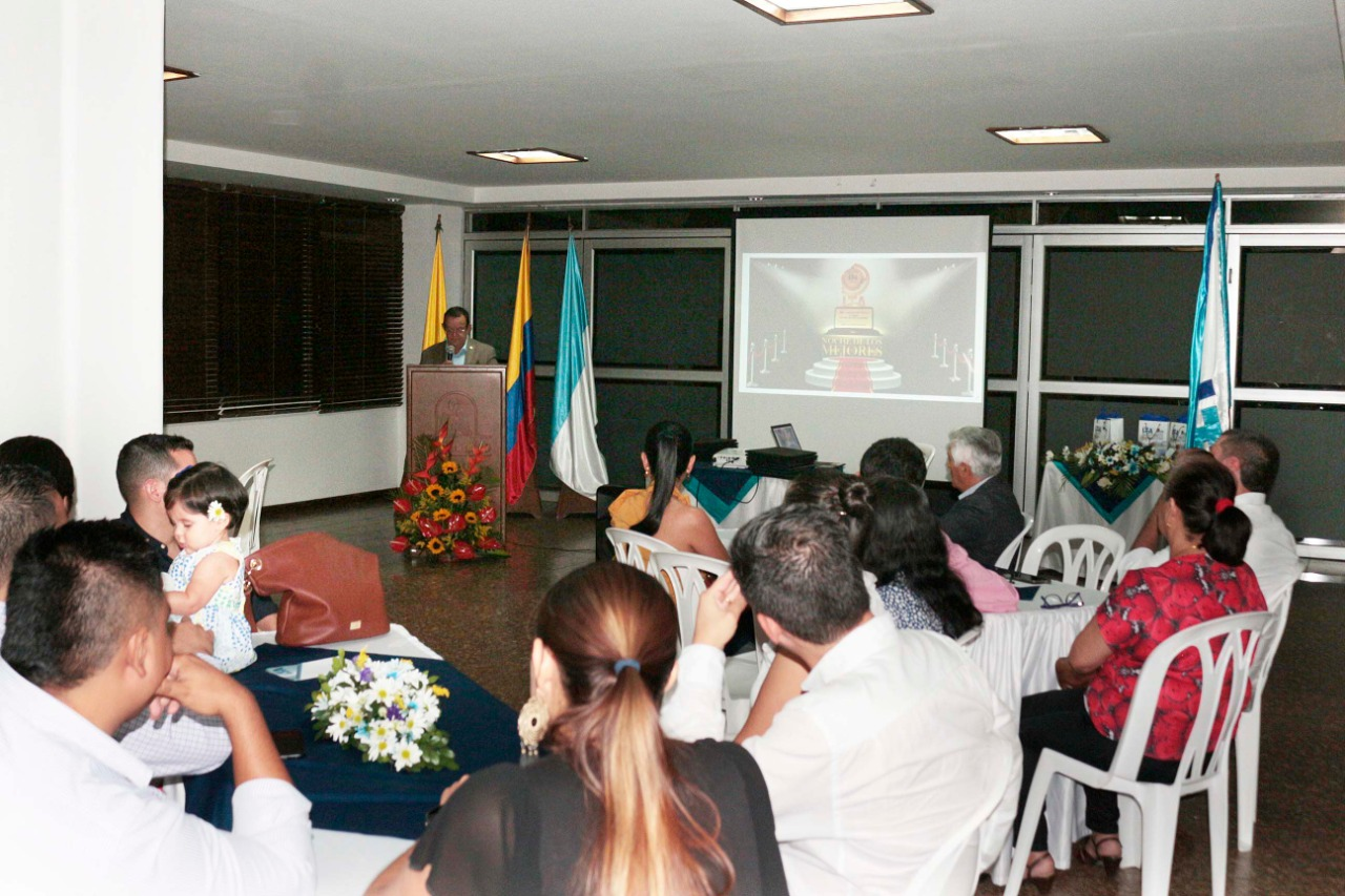 La Dirección Ejecutiva, felicitamos al Rector Gustavo Rubio Lozano por iniciativa de instituir en el ITA la ceremonia nominada la Noche de los Mejores con una contribución a exaltar los méritos de las personas e instituciones nominadas