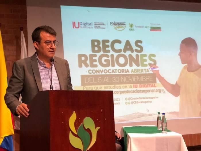 Rector de IUDIGITAL Jasson Alberto De la Rosa
